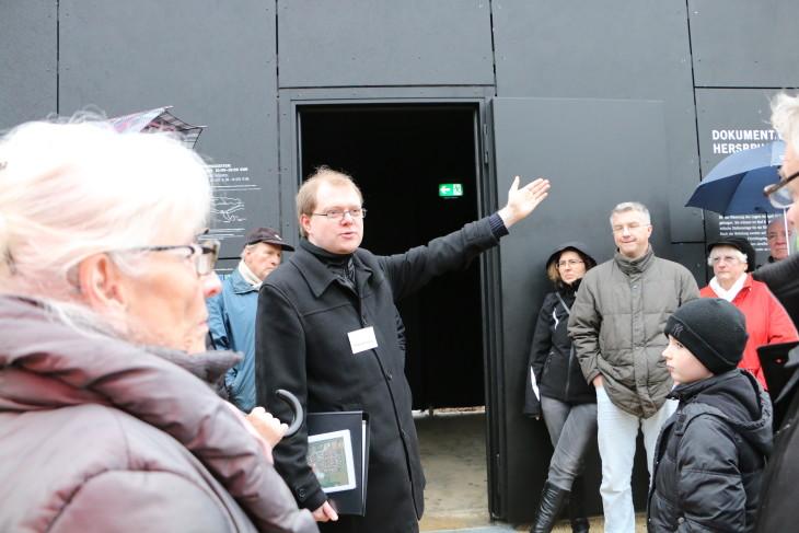 Matthias Rittner weist auf die Verbindung nach Happurg hin. Foto: Pitsch