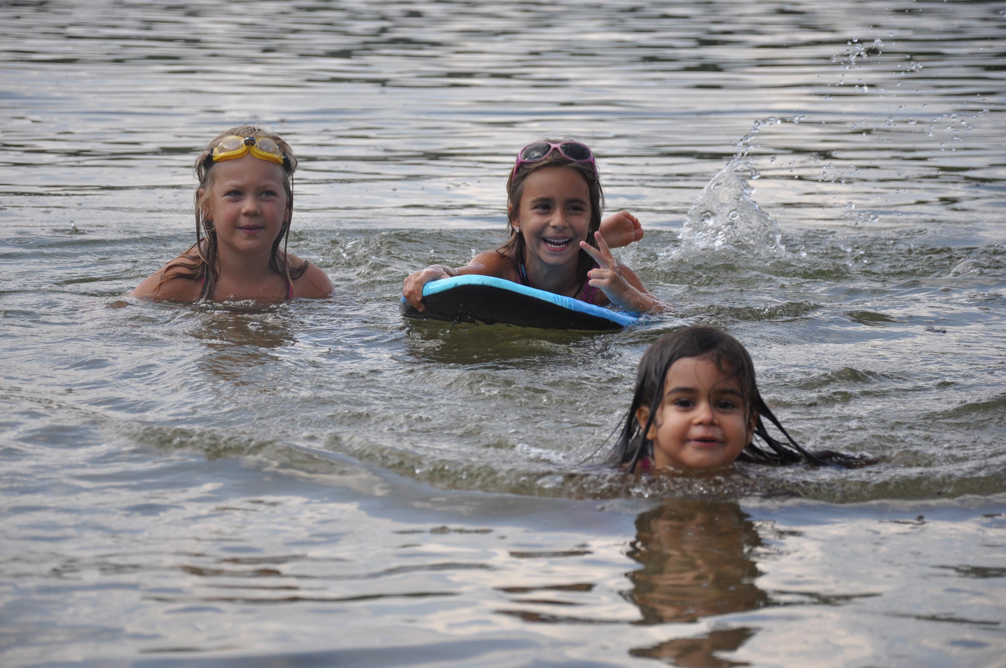 Sorglose Schwimmer im Birkensee - N-LAND