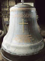 Auf der größten der neuen Glocken prangt das Nagelkreuz von Coventry, ein Symbol für Frieden und Völkerverständigung.