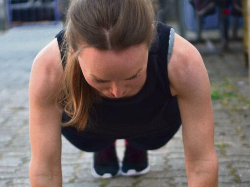 Fitnesstrainerin Veronika Kliem führt durch die neuen Workouts auf n-land.de