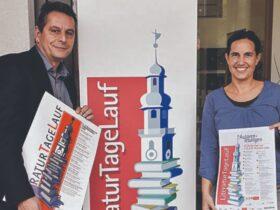 Viel Vorfreude hatten Büchereileiter Andreas Reichel und Organisatorin Ina Gombert auf die 25. Literatur Tage 2020. Nun sind sie fast über die Bühne.