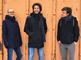 Foto: Hannes Stegmeier (Bass), Lukas Langguth (Piano) und Jonas Sorgenfrei (Schlagzeug)